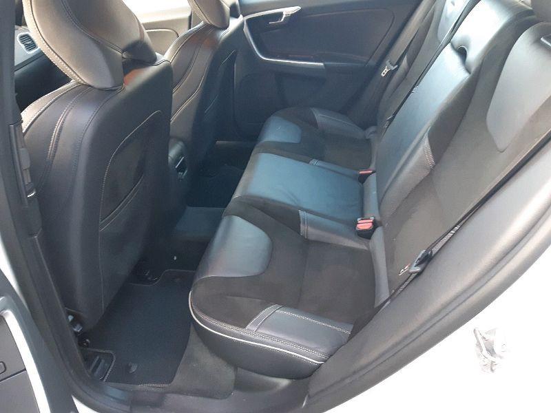 Photo 6 de l'offre de VOLVO V60 D4 190CH R-DESIGN GEARTRONIC à 13490€ chez Carlyss automobiles Vitré