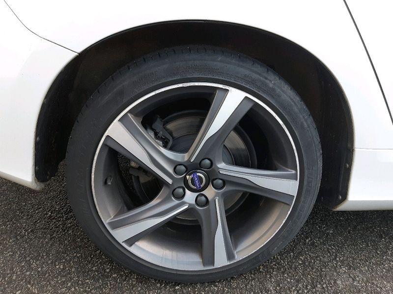 Photo 4 de l'offre de VOLVO V60 D4 190CH R-DESIGN GEARTRONIC à 13490€ chez Carlyss automobiles Vitré