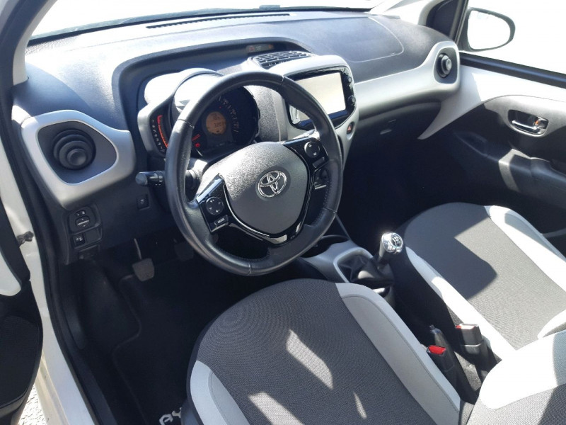 Photo 5 de l'offre de TOYOTA AYGO 1.0 VVT-I 69CH X-PLAY 5P à 7790€ chez Carlyss automobiles Vitré