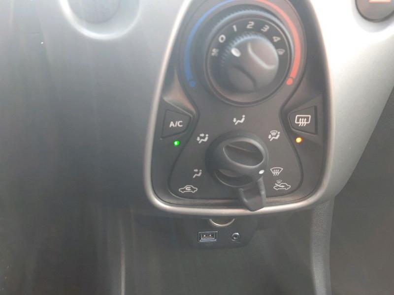 Photo 8 de l'offre de TOYOTA AYGO 1.0 VVT-I 69CH X-PLAY 5P à 7790€ chez Carlyss automobiles Vitré
