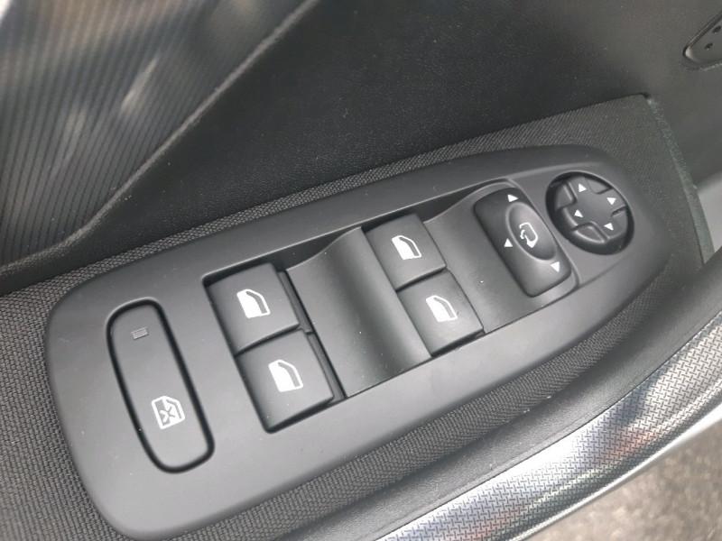 Photo 10 de l'offre de PEUGEOT 2008 1.6 E-HDI115 FAP ALLURE à 10990€ chez Carlyss automobiles Vitré
