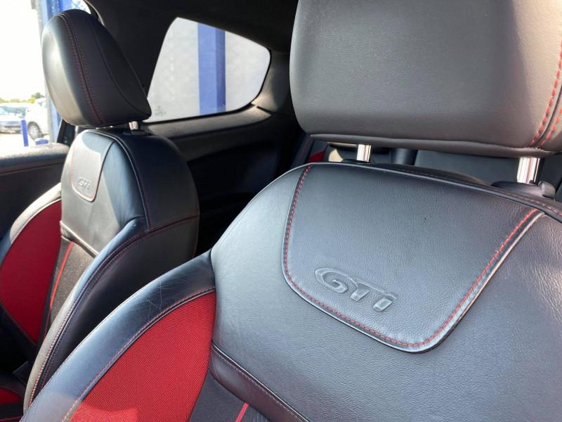 Photo 10 de l'offre de PEUGEOT 208 1.6 THP 200CH GTI 3P à 12990€ chez Carlyss automobiles Vitré