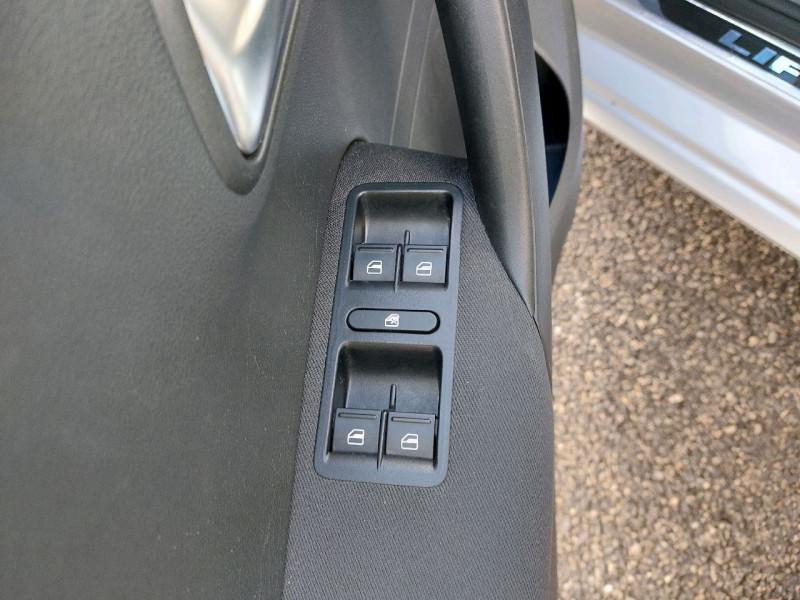 Photo 10 de l'offre de VOLKSWAGEN POLO 1.2 TSI 90CH BLUEMOTION TECHNOLOGY CONFORTLINE 5P à 10490€ chez Carlyss automobiles Vitré