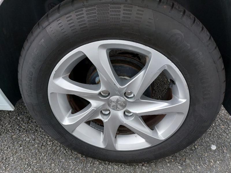 Photo 6 de l'offre de PEUGEOT 208 1.2 VTI STYLE 3P à 8490€ chez Carlyss automobiles Vitré