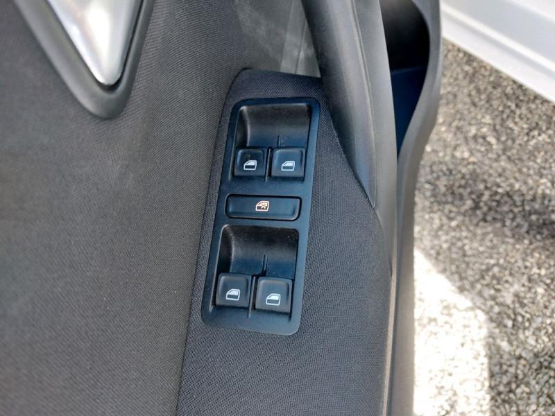 Photo 9 de l'offre de VOLKSWAGEN POLO 1.2 TSI 90CH BLUEMOTION TECHNOLOGY CONFORTLINE 5P à 10790€ chez Carlyss automobiles Vitré
