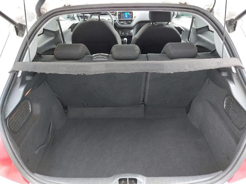 Photo 4 de l'offre de PEUGEOT 208 1.2 VTI STYLE 3P à 8490€ chez Carlyss automobiles Vitré