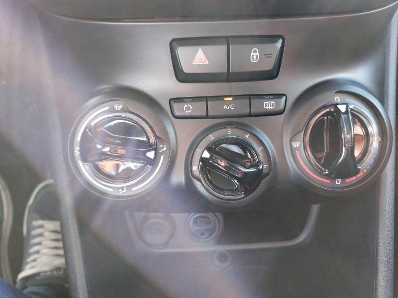 Photo 11 de l'offre de PEUGEOT 208 1.2 PURETECH 82CH ACTIVE 5P à 10990€ chez Carlyss automobiles Vitré