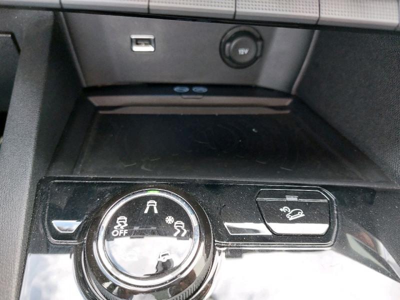 Photo 15 de l'offre de PEUGEOT 3008 2.0 BLUEHDI 150CH GT LINE S&S à 23990€ chez Carlyss automobiles Vitré