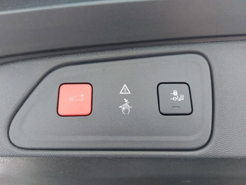 Photo 25 de l'offre de PEUGEOT 3008 2.0 BLUEHDI 150CH GT LINE S&S à 23990€ chez Carlyss automobiles Vitré
