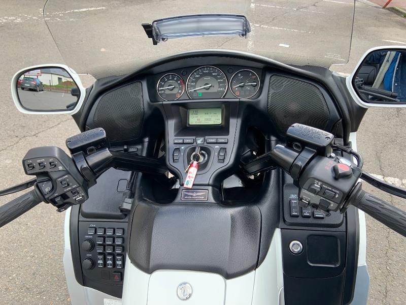 Photo 9 de l'offre de HONDA GL Goldwing 1800 C-ABS 2012 à 15890€ chez Franck motos