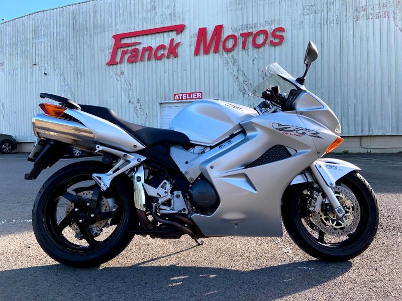 Photo 1 de l'offre de HONDA VFR 800 Fi V-Tec ABS 2002 à 4490€ chez Franck motos