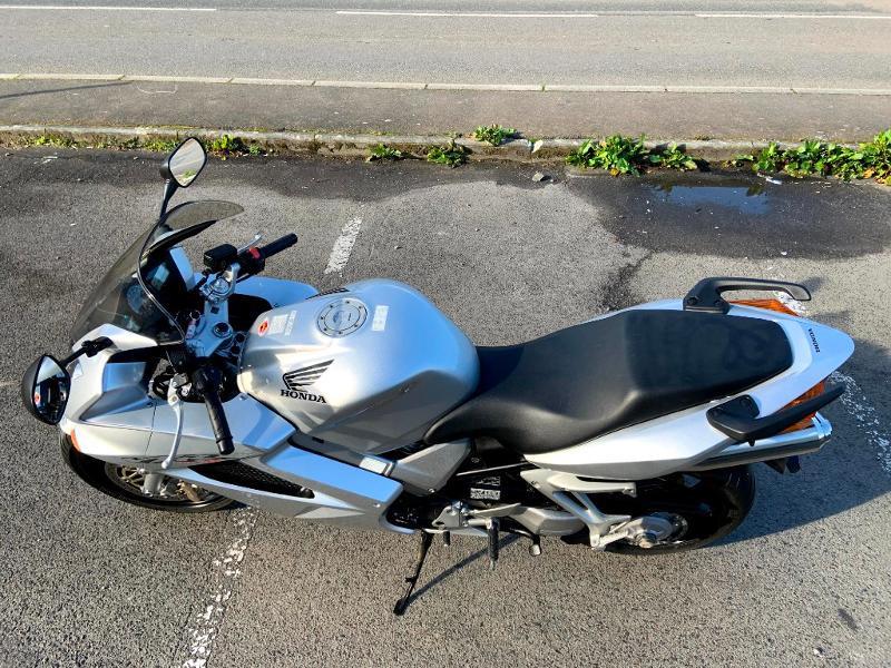 Photo 8 de l'offre de HONDA VFR 800 Fi V-Tec ABS 2002 à 4490€ chez Franck motos