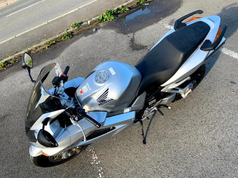 Photo 7 de l'offre de HONDA VFR 800 Fi V-Tec ABS 2002 à 4490€ chez Franck motos