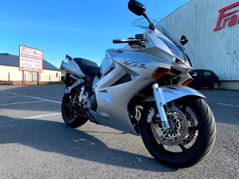 Photo 2 de l'offre de HONDA VFR 800 Fi V-Tec ABS 2002 à 4490€ chez Franck motos