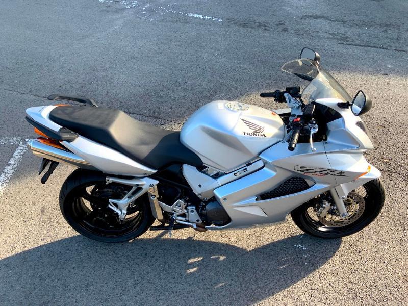 Photo 4 de l'offre de HONDA VFR 800 Fi V-Tec ABS 2002 à 4490€ chez Franck motos