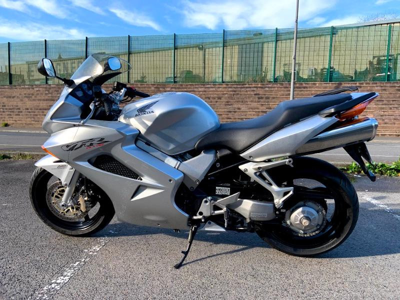 Photo 5 de l'offre de HONDA VFR 800 Fi V-Tec ABS 2002 à 4490€ chez Franck motos