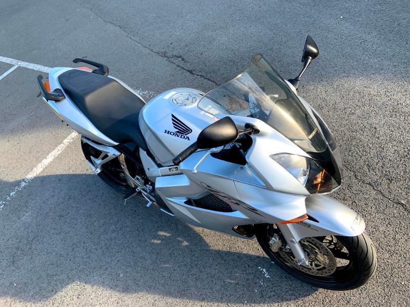 Photo 3 de l'offre de HONDA VFR 800 Fi V-Tec ABS 2002 à 4490€ chez Franck motos