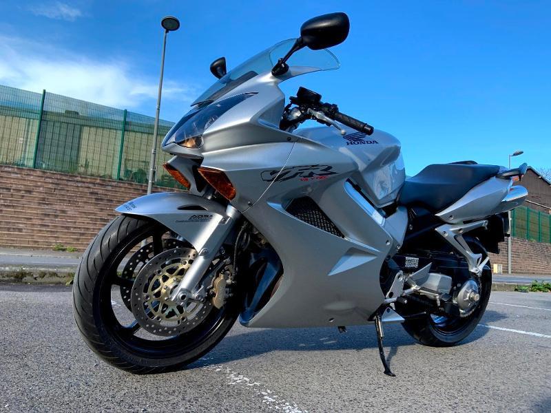 Photo 6 de l'offre de HONDA VFR 800 Fi V-Tec ABS 2002 à 4490€ chez Franck motos