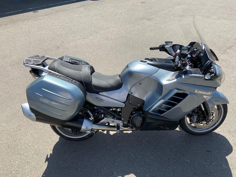 Photo 8 de l'offre de KAWASAKI GTR 1400 à 5990€ chez Franck motos