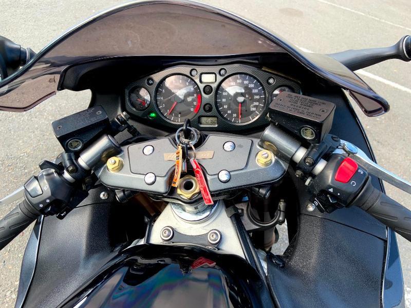 Photo 9 de l'offre de SUZUKI 1300 Hayabusa à 7900€ chez Franck motos