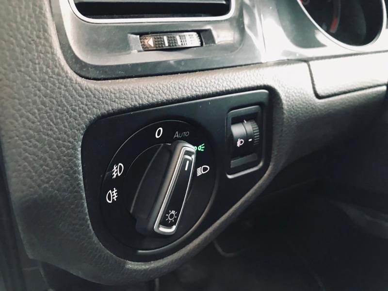 Photo 16 de l'offre de VOLKSWAGEN Golf SW 1.6 TDI 115ch FAP BlueMotion Technology Confortline Business à 12490€ chez Renault Léguevin Auto distribution occitane