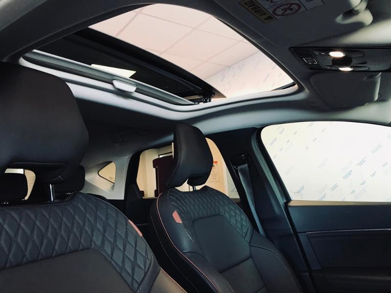 Photo 12 de l'offre de RENAULT Captur 1.6 E-Tech Plug-in 160ch Initiale Paris à 30990€ chez Renault Léguevin Auto distribution occitane