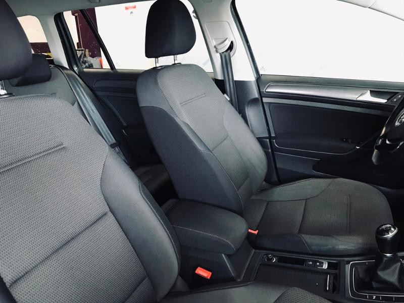 Photo 6 de l'offre de VOLKSWAGEN Golf SW 1.6 TDI 115ch FAP BlueMotion Technology Confortline Business à 12490€ chez Renault Léguevin Auto distribution occitane