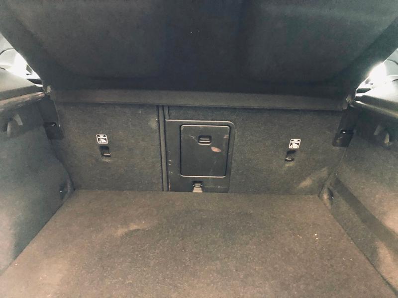 Photo 16 de l'offre de VOLVO XC40 D3 AdBlue AWD 150ch Momentum Geartronic 8 à 32990€ chez Renault Léguevin Auto distribution occitane