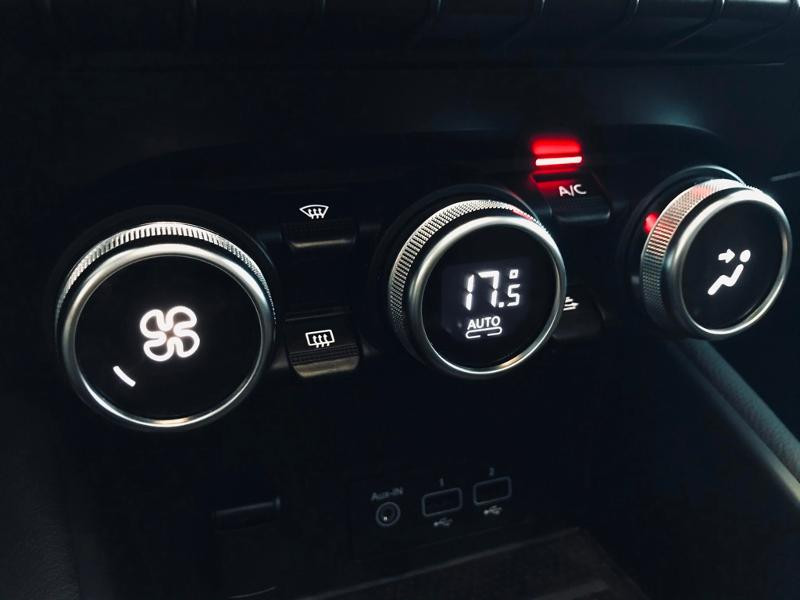 Photo 15 de l'offre de RENAULT Captur 1.6 E-Tech Plug-in 160ch Initiale Paris à 30990€ chez Renault Léguevin Auto distribution occitane