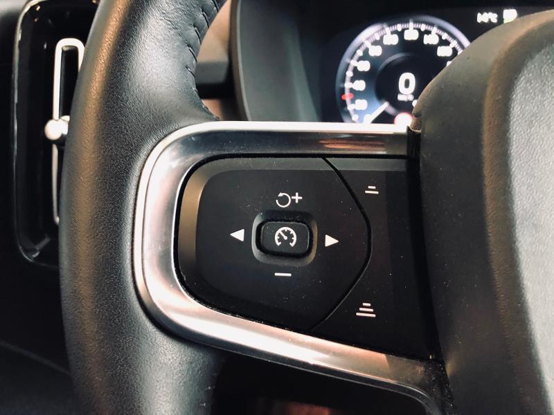 Photo 15 de l'offre de VOLVO XC40 D3 AdBlue AWD 150ch Momentum Geartronic 8 à 32990€ chez Renault Léguevin Auto distribution occitane