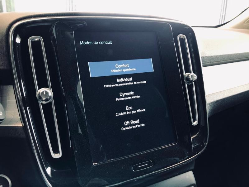 Photo 10 de l'offre de VOLVO XC40 D3 AdBlue AWD 150ch Momentum Geartronic 8 à 32990€ chez Renault Léguevin Auto distribution occitane