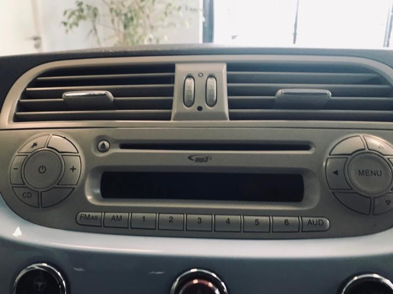 Photo 11 de l'offre de FIAT 500 1.3 Multijet 16v 75ch DPF Lounge à 5990€ chez Renault Léguevin Auto distribution occitane
