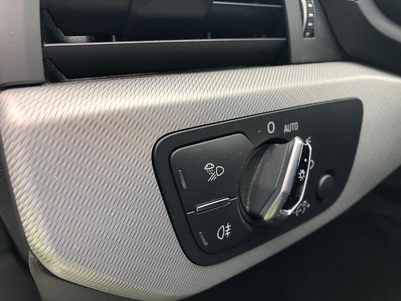 Photo 14 de l'offre de AUDI A4 2.0 TDI 150ch Design Luxe S tronic 7 à 26490€ chez Renault Léguevin Auto distribution occitane