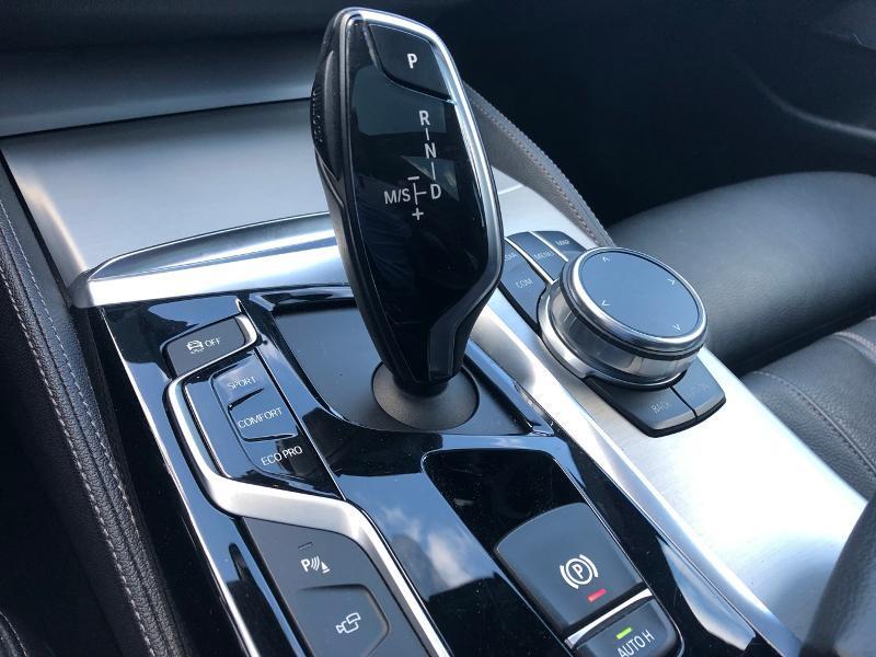 Photo 12 de l'offre de BMW Serie 5 520dA xDrive 190ch Luxury à 38490€ chez Renault Léguevin Auto distribution occitane