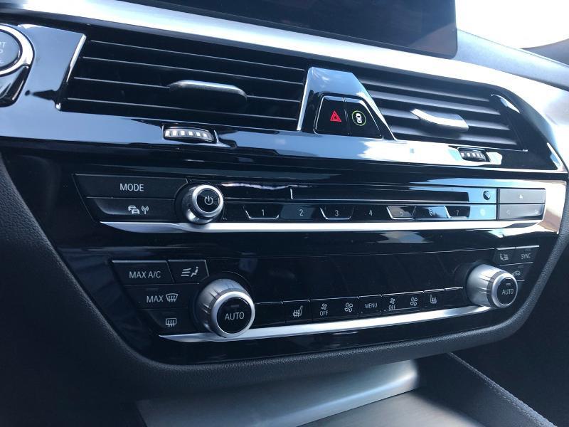 Photo 11 de l'offre de BMW Serie 5 520dA xDrive 190ch Luxury à 38490€ chez Renault Léguevin Auto distribution occitane