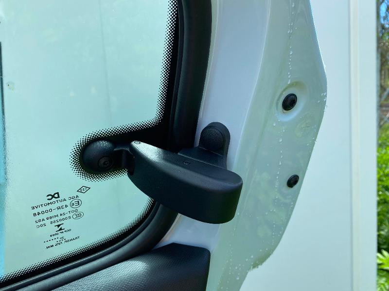 Photo 15 de l'offre de RENAULT Twingo 1.0 SCe 75ch Zen à 11990€ chez Renault Léguevin Auto distribution occitane
