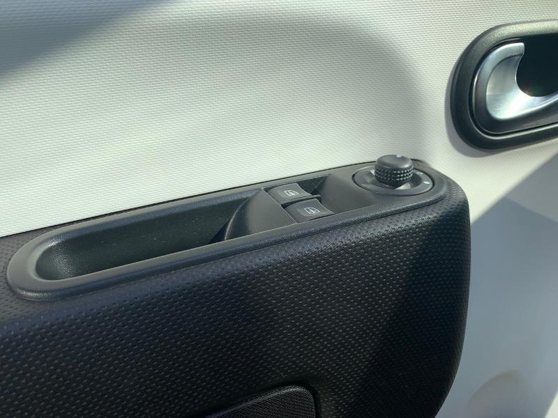 Photo 13 de l'offre de RENAULT Twingo 0.9 TCe 90ch energy Intens à 10490€ chez Renault Léguevin Auto distribution occitane