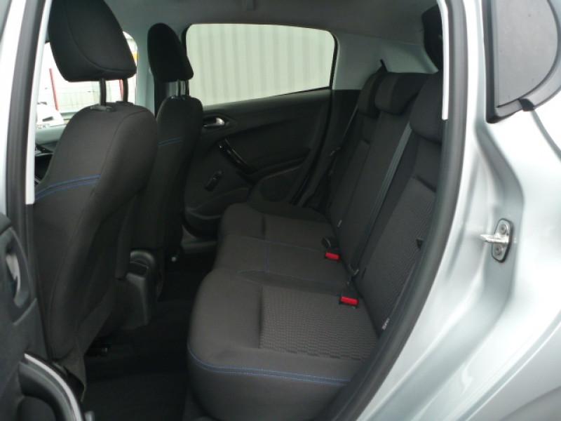 Photo 5 de l'offre de PEUGEOT 208 1.2 PURETECH 82CH STYLE 5P à 10990€ chez J'NOV AUTO
