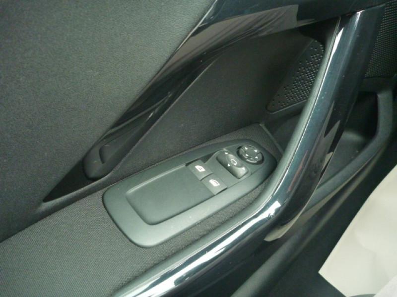 Photo 12 de l'offre de PEUGEOT 208 1.2 PURETECH 82CH STYLE 5P à 11490€ chez J'NOV AUTO