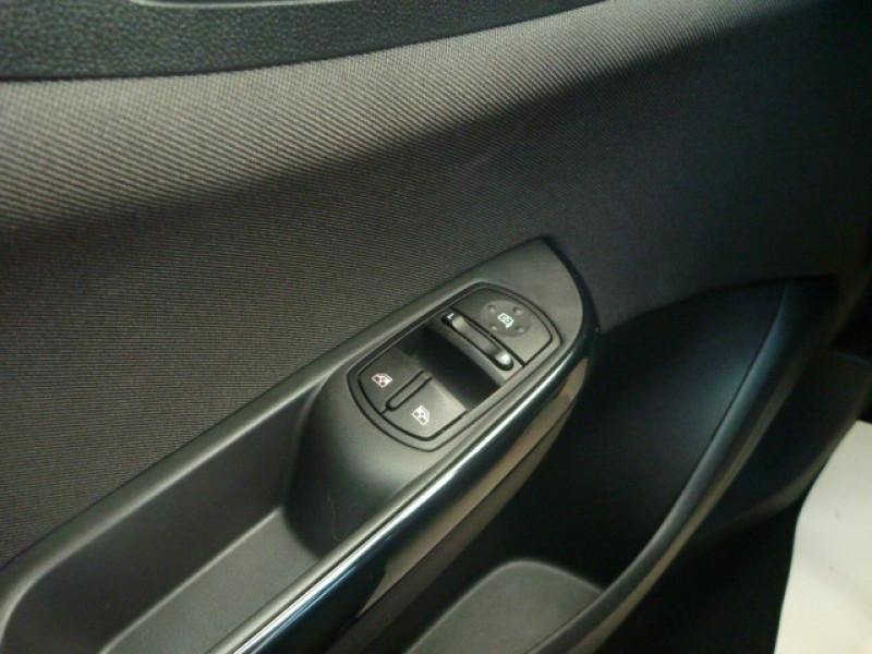 Photo 12 de l'offre de OPEL CORSA 1.4 90CH DESIGN 120 ANS START/STOP 5P à 10990€ chez J'NOV AUTO