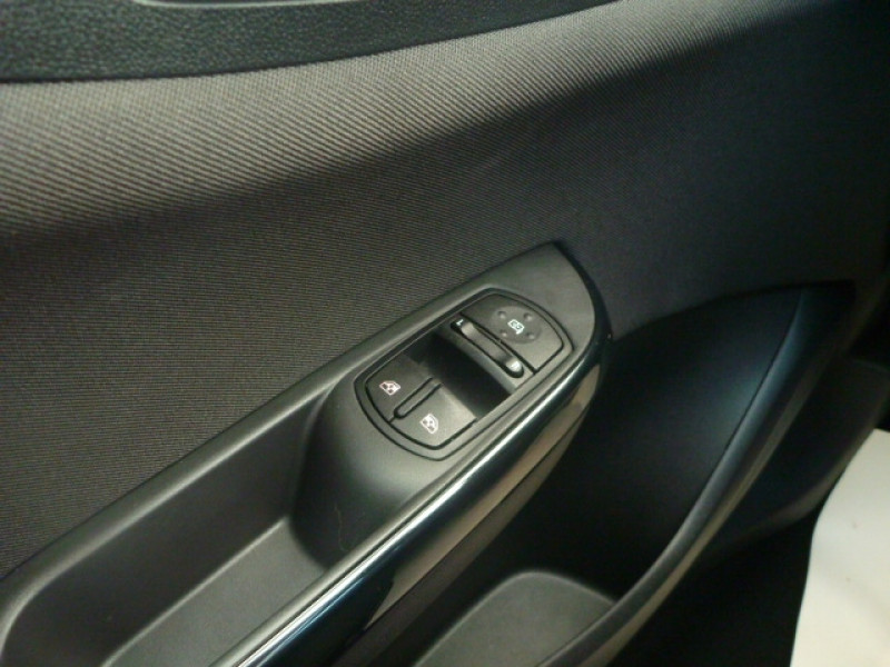 Photo 12 de l'offre de OPEL CORSA 1.4 90CH DESIGN 120 ANS START/STOP 5P à 11250€ chez J'NOV AUTO