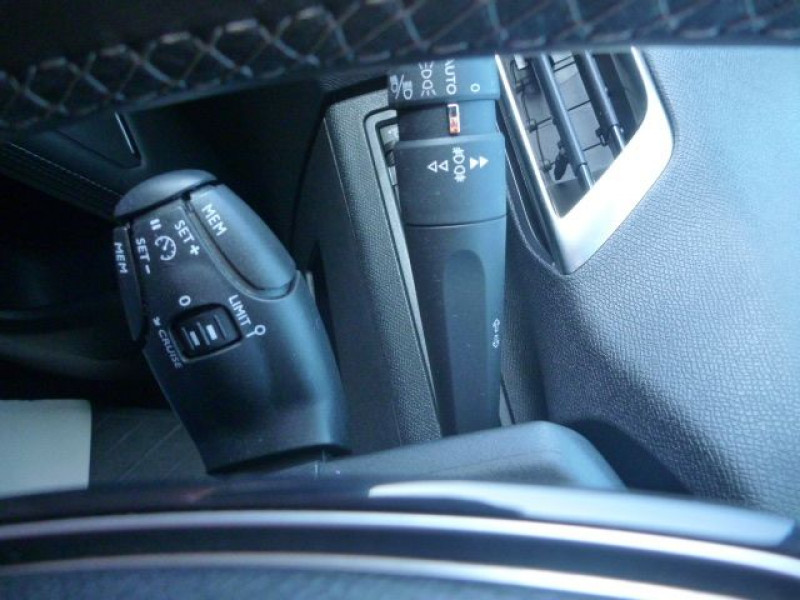 Photo 14 de l'offre de PEUGEOT 3008 1.5 BLUEHDI 130CH E6.C ALLURE S&S à 19990€ chez J'NOV AUTO