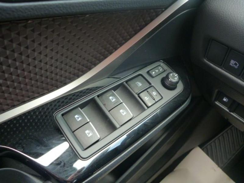 Photo 15 de l'offre de TOYOTA C-HR 122H DISTINCTIVE 2WD E-CVT à 20490€ chez J'NOV AUTO