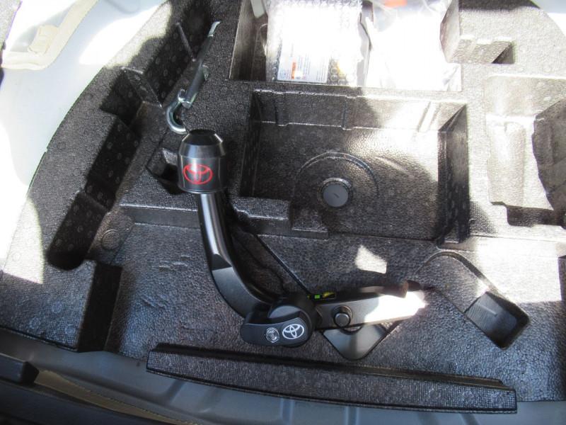 Photo 8 de l'offre de TOYOTA AURIS HSD 136H EXECUTIVE à 16490€ chez J'NOV AUTO