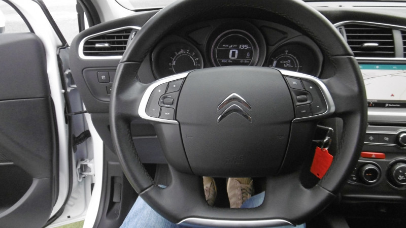 Photo 8 de l'offre de CITROEN C4 STE 1.6 BLUEHDI 100 MILLENIUM BUSINESS à 9450€ chez Vent d'ouest automobiles
