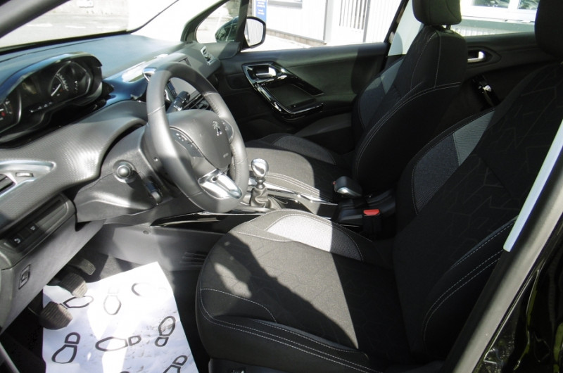 Photo 8 de l'offre de PEUGEOT 2008 1.2 PURETECH 110CH ACTIVE GPS TOIT PANO CAMERA à 16750€ chez Vent d'ouest automobiles