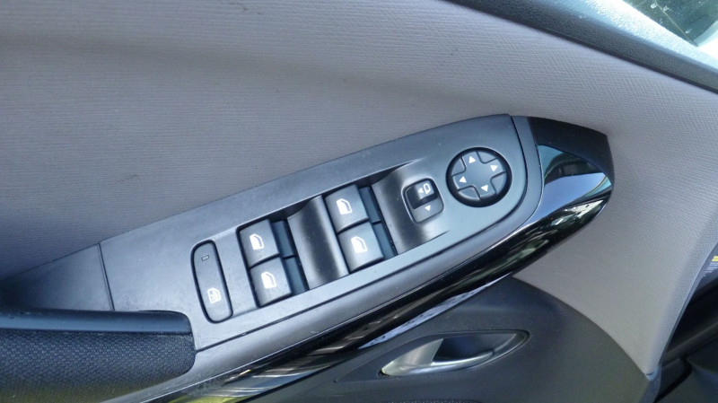 Photo 14 de l'offre de CITROEN C4 PICASSO BLUEHDI 120CH BUSINESS + S&S 94G à 14500€ chez Vent d'ouest automobiles