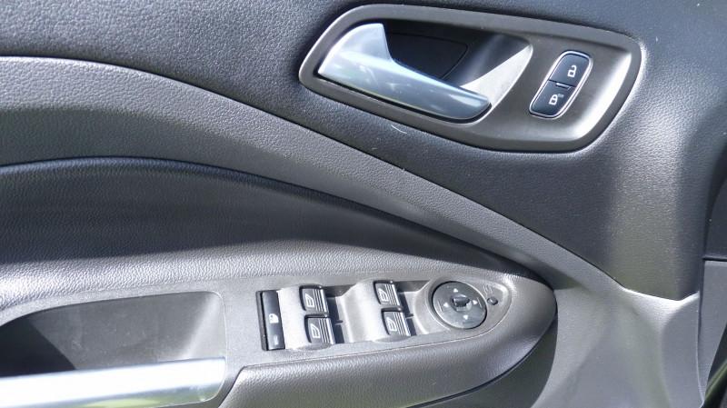 Photo 15 de l'offre de FORD KUGA 2.0 TDCI 150CH STOP&START ST-LINE 4X4 POWERSHIFT à 21490€ chez Vent d'ouest automobiles