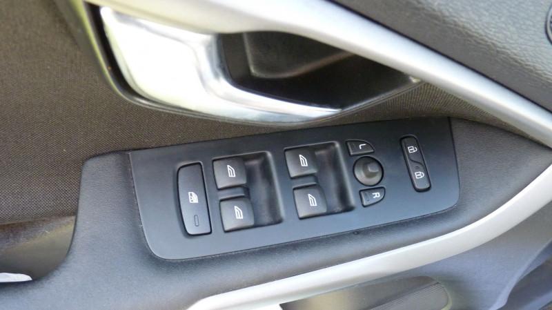Photo 14 de l'offre de VOLVO V40 D2 120CH KINETIC à 13500€ chez Vent d'ouest automobiles