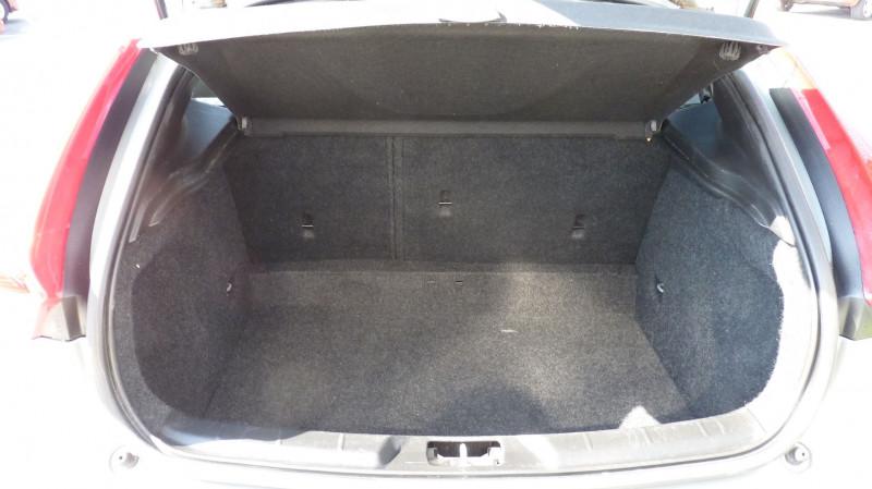 Photo 6 de l'offre de VOLVO V40 D2 120CH KINETIC à 13500€ chez Vent d'ouest automobiles